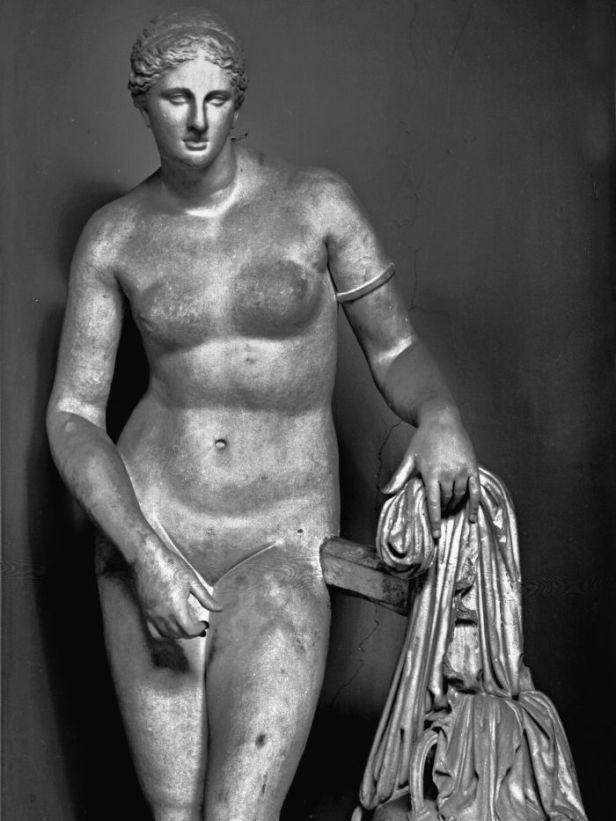 Prassitele, Afrodite Cnidia, 360 a.C., Roma, Museo Pio Clementino