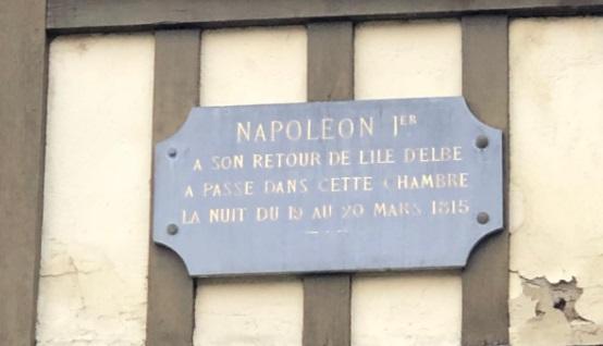 Targa affissa sulla casa in cui dormì Napoleone a Moret sur Loing