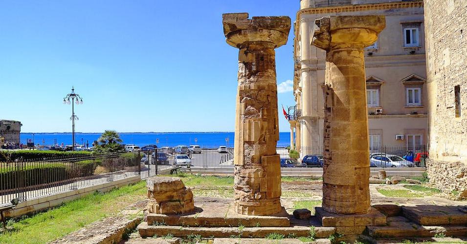 Le colonne doriche del tempio di Poseidone a Taranto, VI secolo a.C.