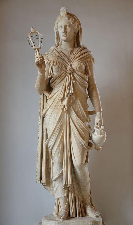 Statua romana di Iside trovata nella villa di Adriano e conservata al Museo Capitolino a Roma.