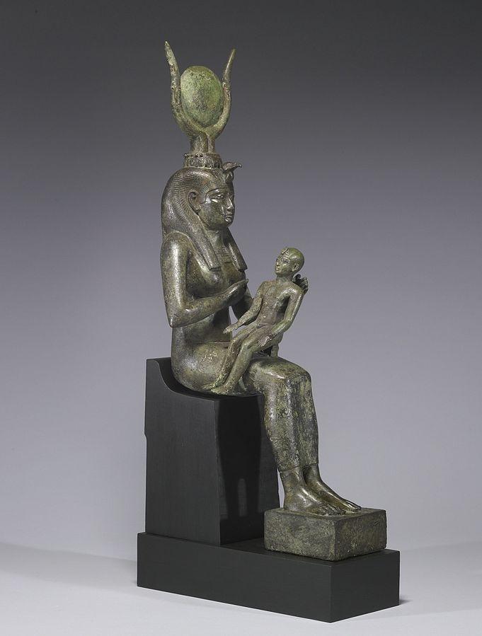 Statua di Iside e di Horus bambino conservata al Walter Art Museum di Baltimora, USA